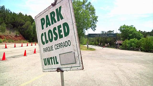 Turner Falls closed sign / KTEN