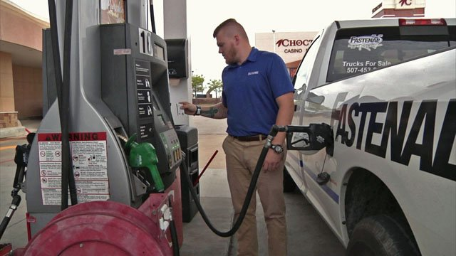 Motorists take advantage of lower fuel taxes in Oklahoma. (KTEN)