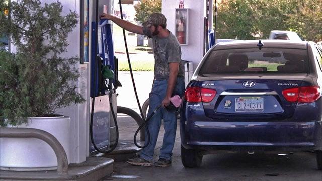 Motorists take advantage of lower fuel taxes in Oklahoma. (KTEN)