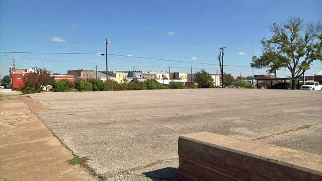 A food truck park has been approved for this vacant lot in Denison. (KTEN)