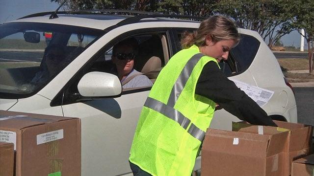 Volunteers drove in to receive mock medicine in the bioterrorism drill. (KTEN)