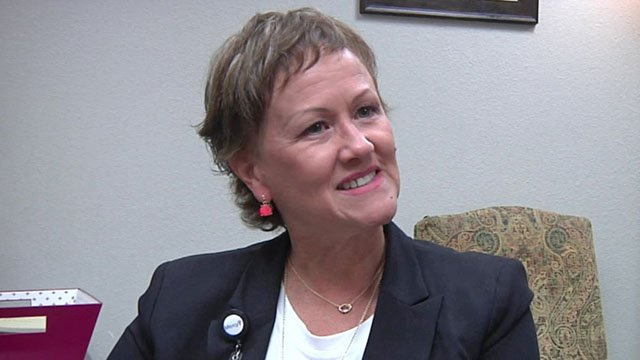 The March of Dimes honored Mercy Hospital's chief nursing officer Debbie Pender. (KTEN)