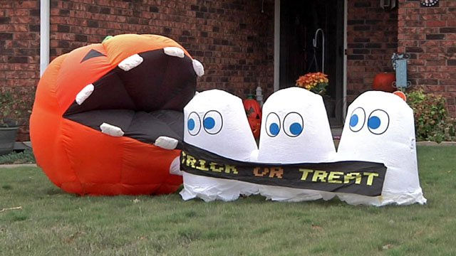 A Halloween display in an Ardmore neighborhood. (KTEN)