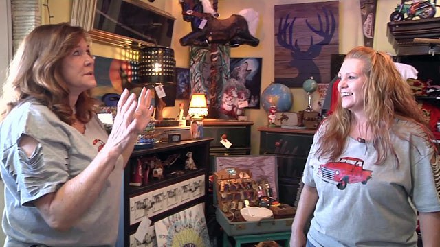 Dorothy Shackleford (left) and Kimberly Taylor are the proprietors of Junk Stars. (KTEN)