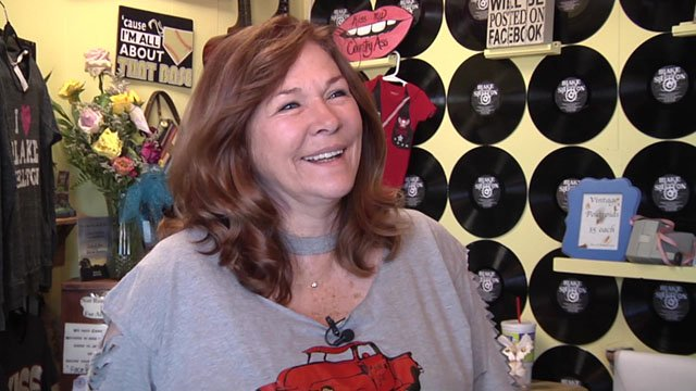 There's plenty of evidence that Junk Stars co-owner Dorothy Shackleford has a well-known son. (KTEN)