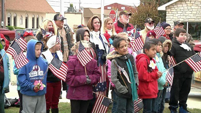 The crowd at a previous Veterans Day Parade in Durant. (KTEN)