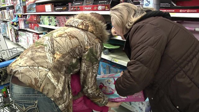 Proceeds from Pig Out with the Police enable foster kids to buy their own Christmas presents. (File/KTEN)