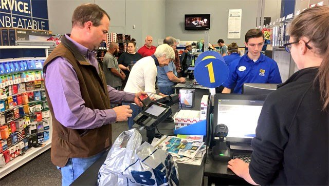 The Black Friday checkout line at the Best Buy in Sherman. (KTEN)