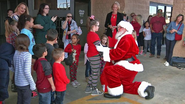 Santa chats with children at the Shops at Ardmore. (KTEN)
