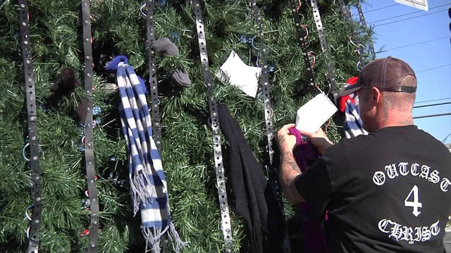 Ardmore's Christmas tree is being adorned with scarves for the homeless. (KTEN)