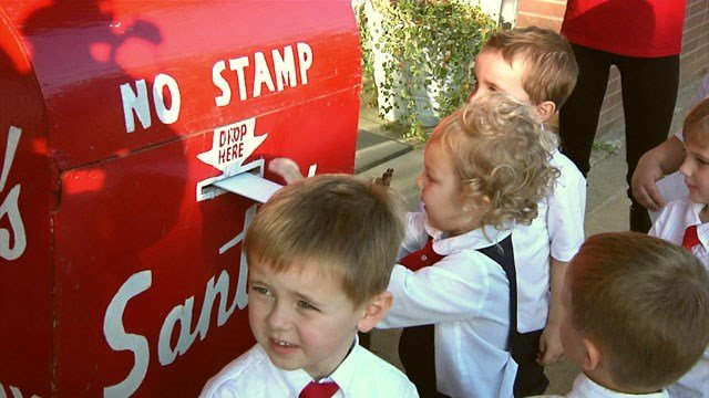 Pre-schoolers deposit their Christmas wishes in Santa's Mailbox in downtown Denison. (KTEN)