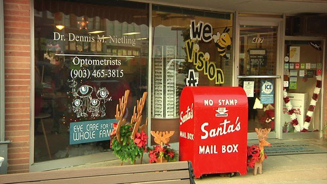 Santa's Mailbox is now stationed in front of Nietling Optical in downtown Denison. (KTEN)