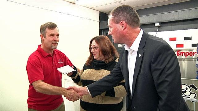 Sherman Mayor David Plyler presents a check to Izzy's Pet Emporium. (KTEN)