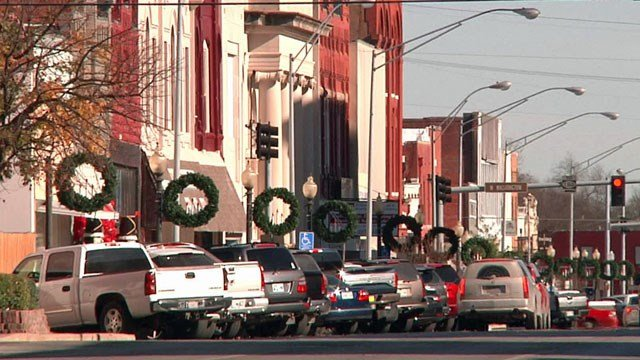Ardmore merchants are giving shoppers a cash incentive to buy locally over the holidays. (KTEN)