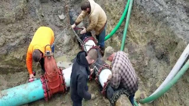 Utility crews in Durant work to repair a broken water line. (KTEN)