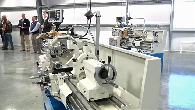 The Advanced Manufacturing Lab at Grayson College gives high school students a head start on a well-paying job. (KTEN)
