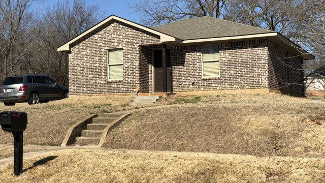 This house in the 400 block of West Walker Street in Denison was the scene of a fatal stabbing. (KTEN)