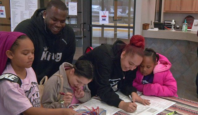 Registering to vote at the Ardmore YMCA. (KTEN)