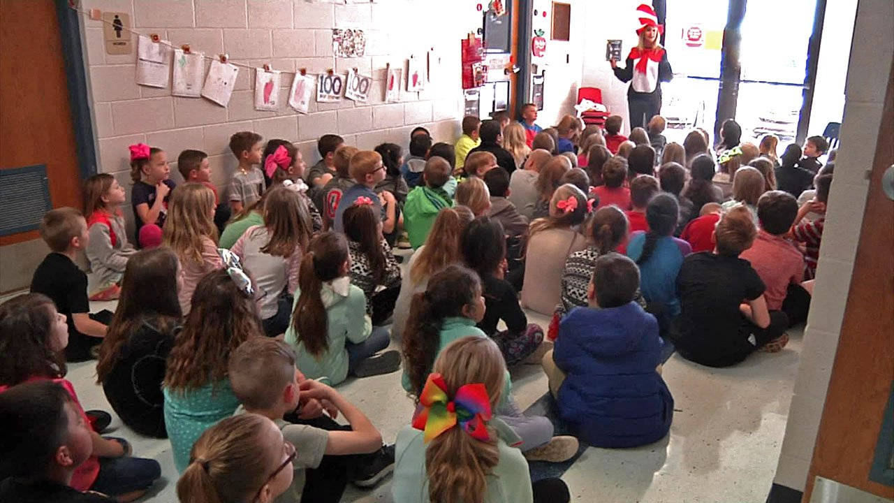 Plainview Primary Elementary School students listen to a story from the Cat in the Hat. (KTEN)