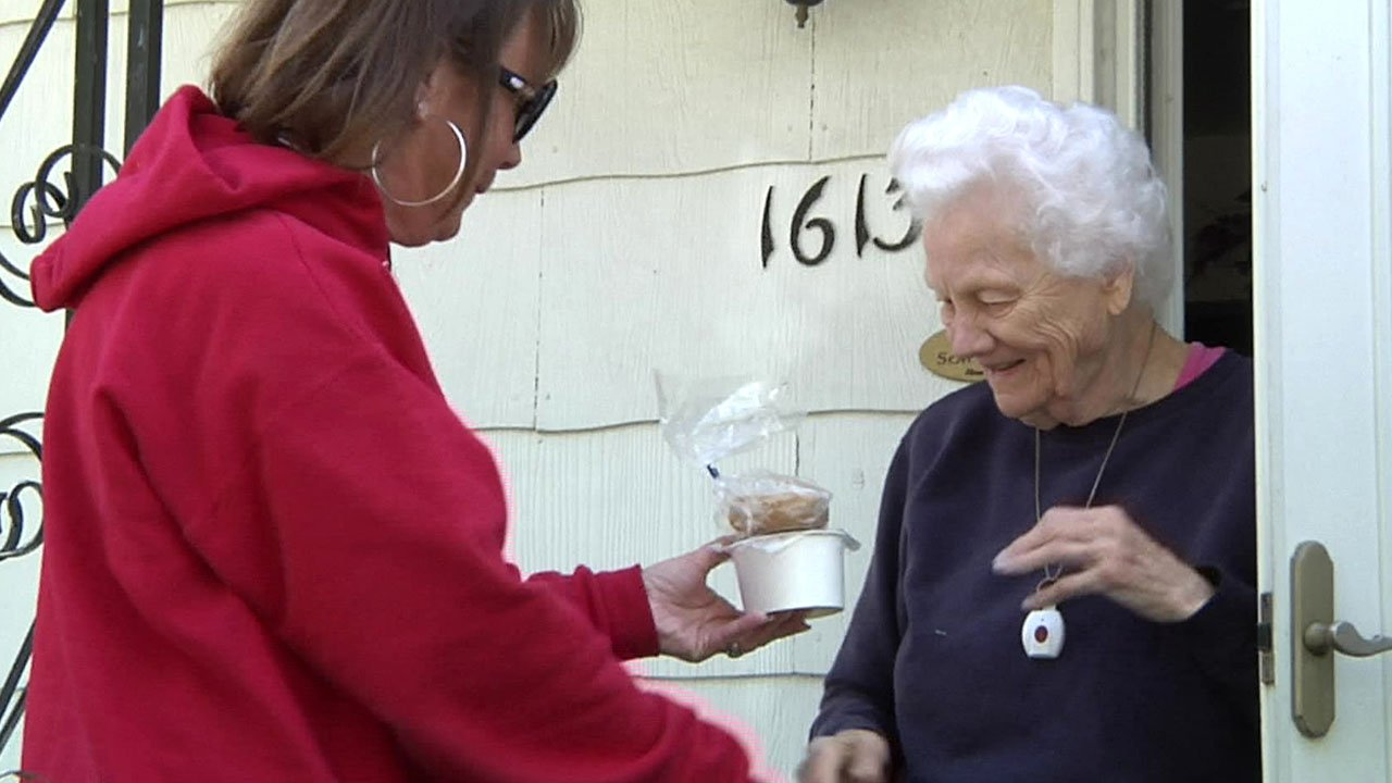 Grayson County Commissioner Phyllis James delivers a meal to Alma Bentley. (KTEN)