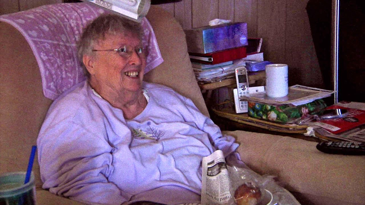 Annette Rawls smiles as her daily meal is delivered. (KTEN)
