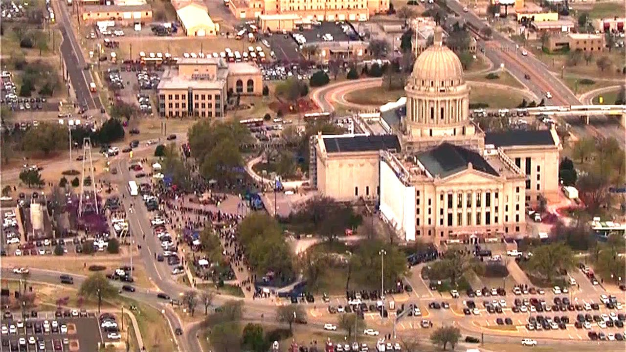 Oklahoma teachers cram Capitol a 2nd day