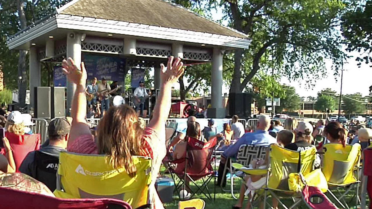 Scene from a 2017 Hot Summer Nights concert in Sherman. (KTEN)