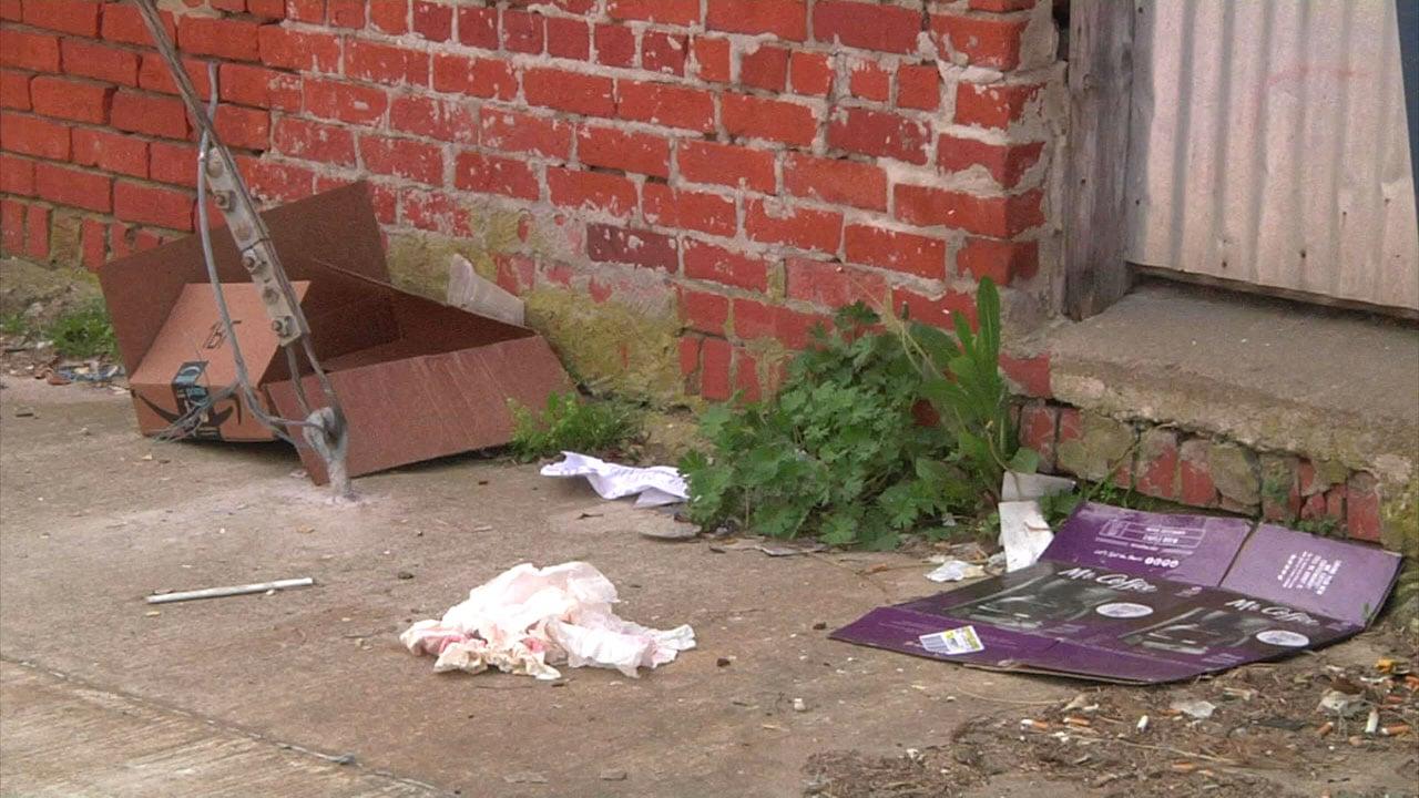 Litter along an Ada sidewalk. (KTEN)