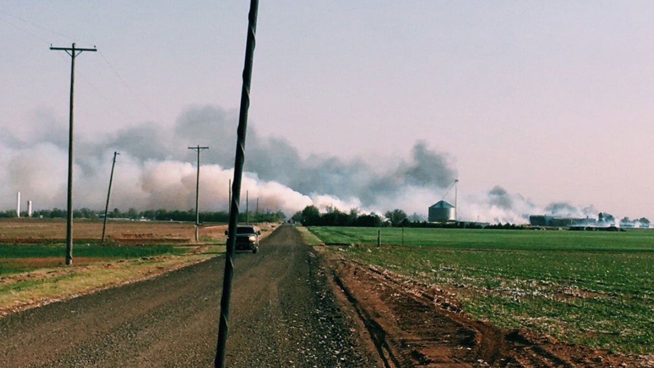 The town of Martha, Oklahoma, was evacuated as a wildfire spread. (Twitter/@__kaatiieee)