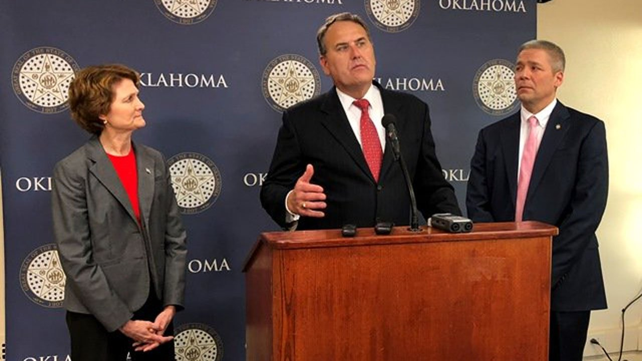 Senate Democratic Leader John Sparks (D-Norman) discusses the 2018 legislative session  with Sen. Kay Floyd (D-OKC) and Sen. Michael Brooks (D-OKC). (Photo: Oklahoma State Senate)