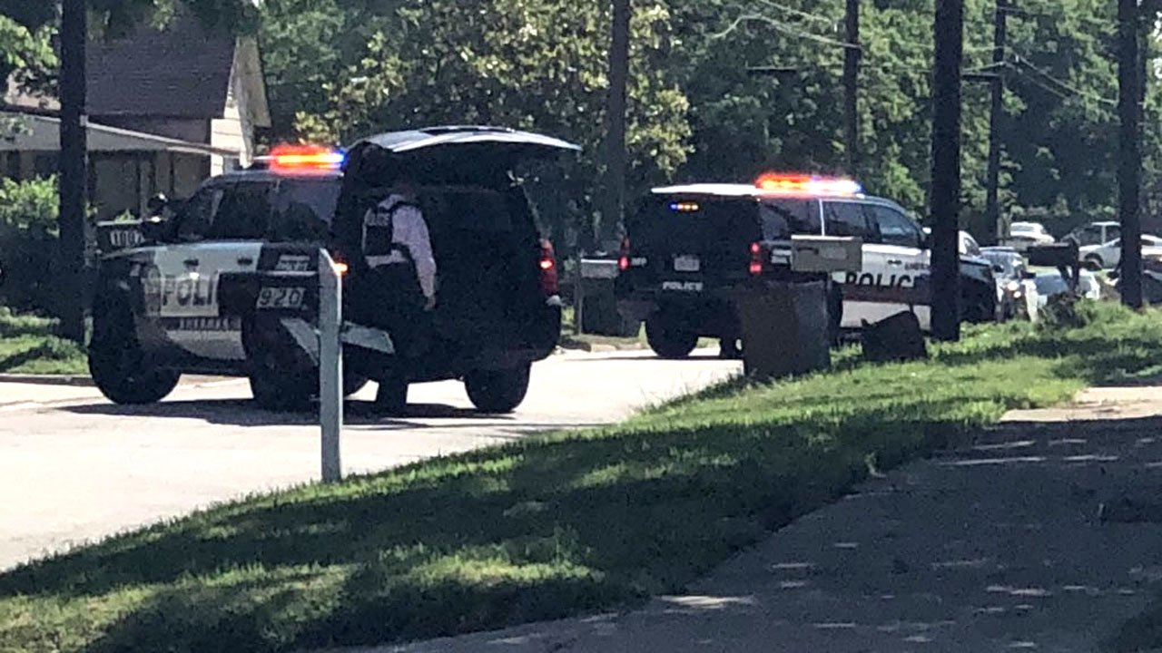 Sherman police blocked Chaffin Street as they attempted to apprehend a felony suspect. (KTEN)
