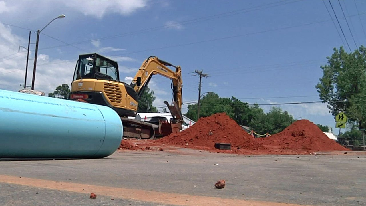 Workers in Tishomingo are replacing a decades-old water line along Main Street. (KTEN)