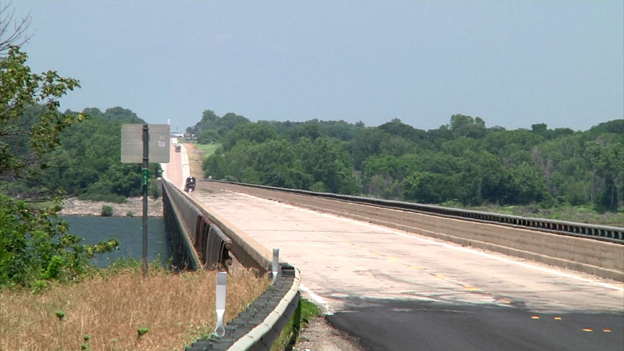 Marshall County deputies chased a fleeing motorcycle across the Willis Bridge into Texas. (KTEN)