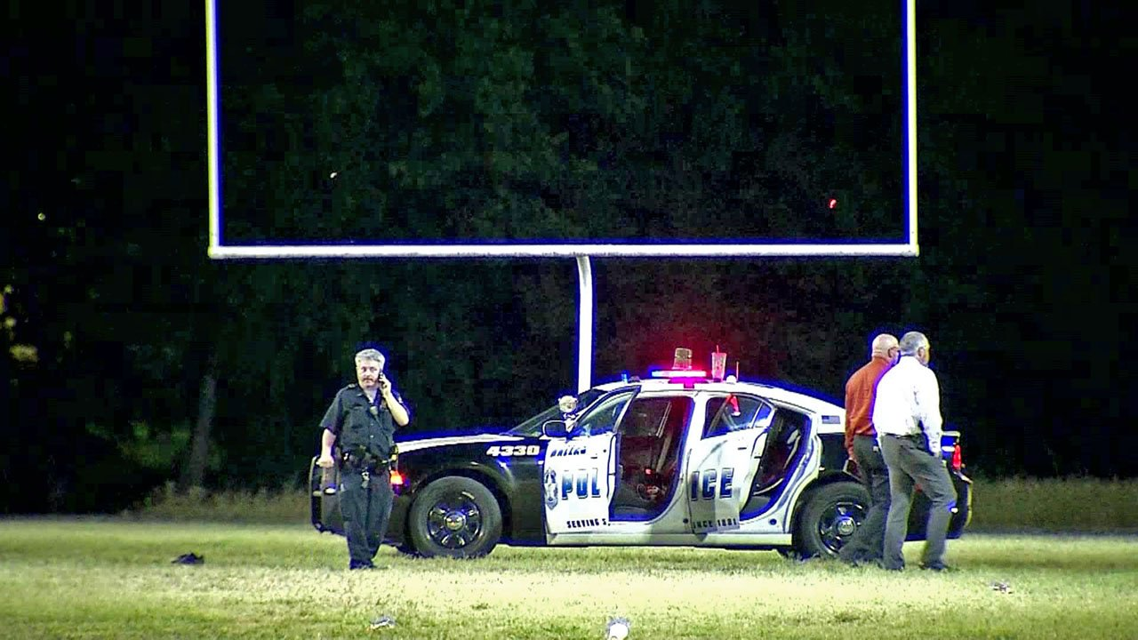 Police investigate a shooting at a Dallas park on June 3, 2018. (KXAS)