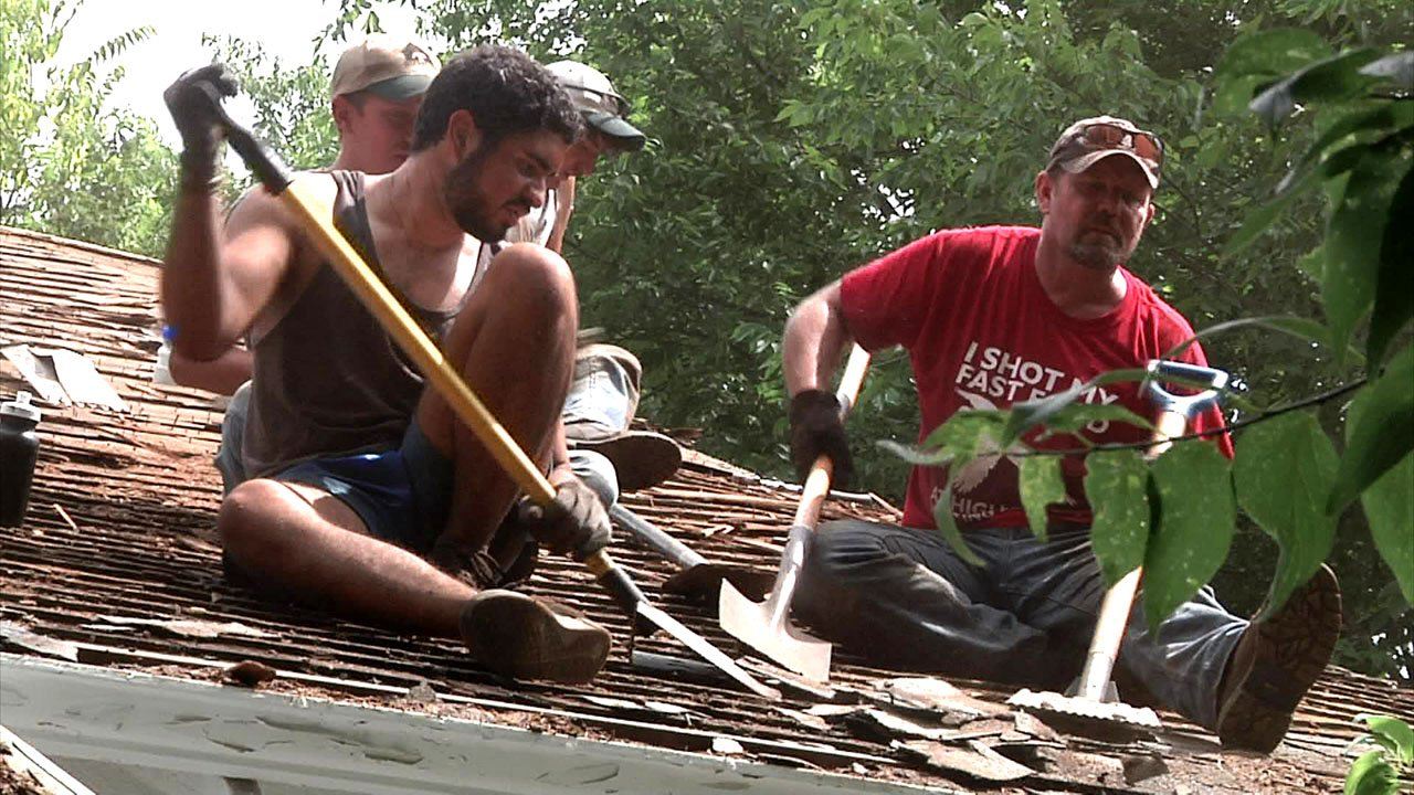 Youth Force volunteers work to put a new roof on an Ardmore residence. (KTEN)
