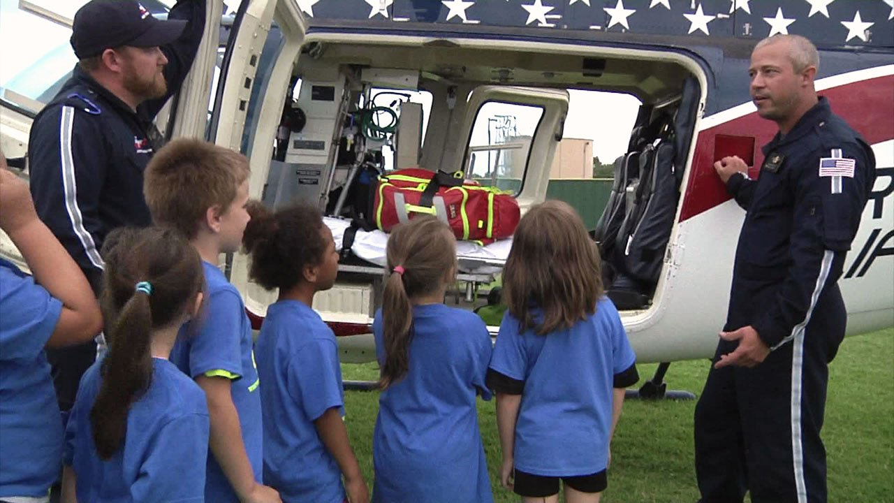 Tushka Elementary students get up close and personal with an Air Evac Lifeteam helicopter. (KTEN)