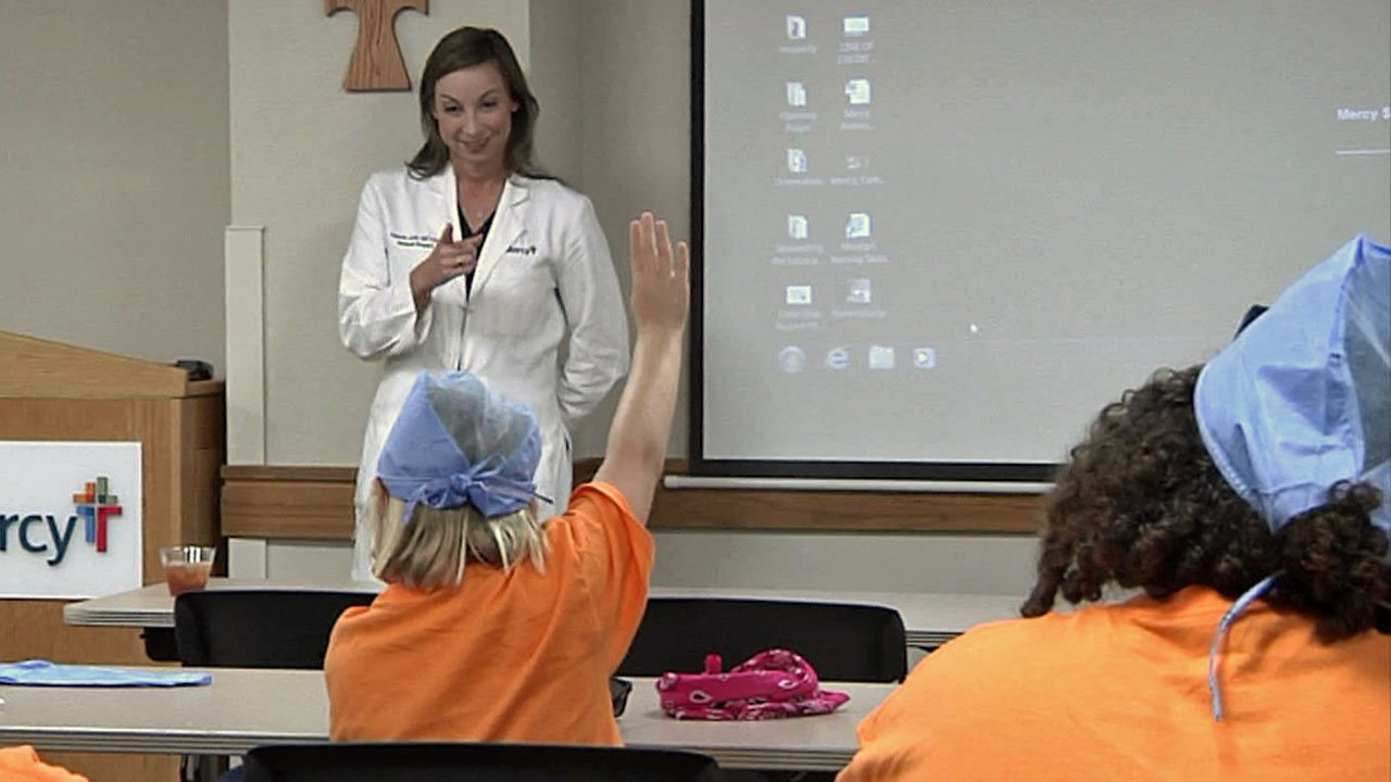 Mercy Hospital surgeon Valerie Jolly answers questions from Girls on the Run campers. (KTEN)