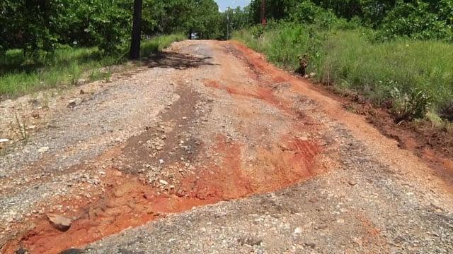 Rough road in Stringtown