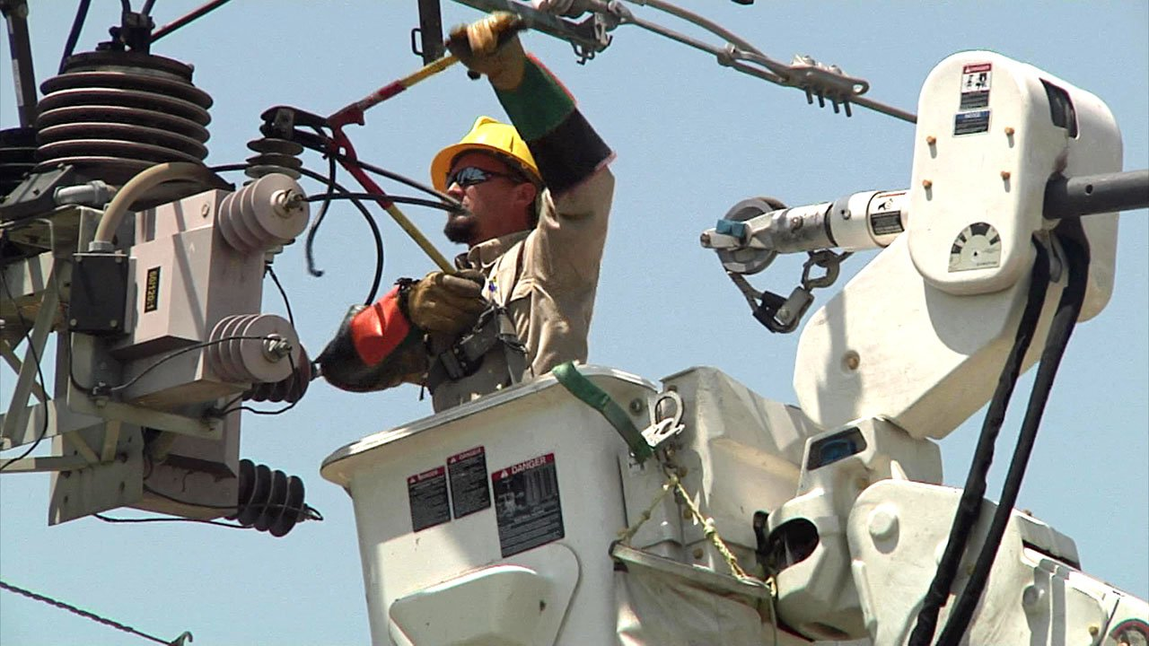 Repairing power lines in triple-digit heat. (KTEN)