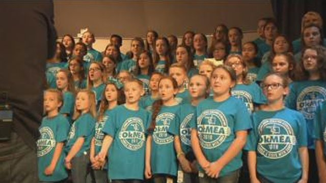 The Region H Circle the State with Song Choir performed in Durant. (KTEN)