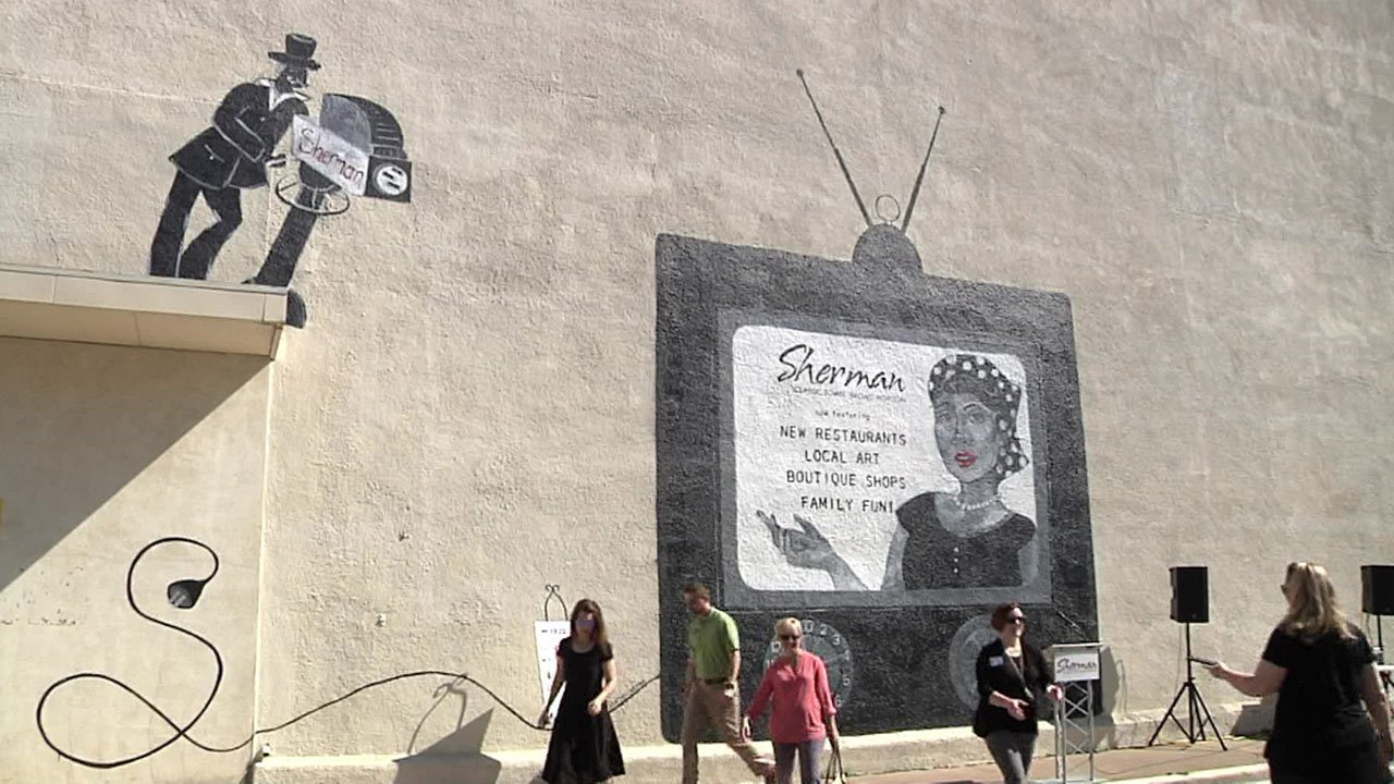 The new mural in downtown Sherman has a TV motif. (KTEN)