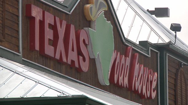 employee stabs co-worker at Texas Roadhouse