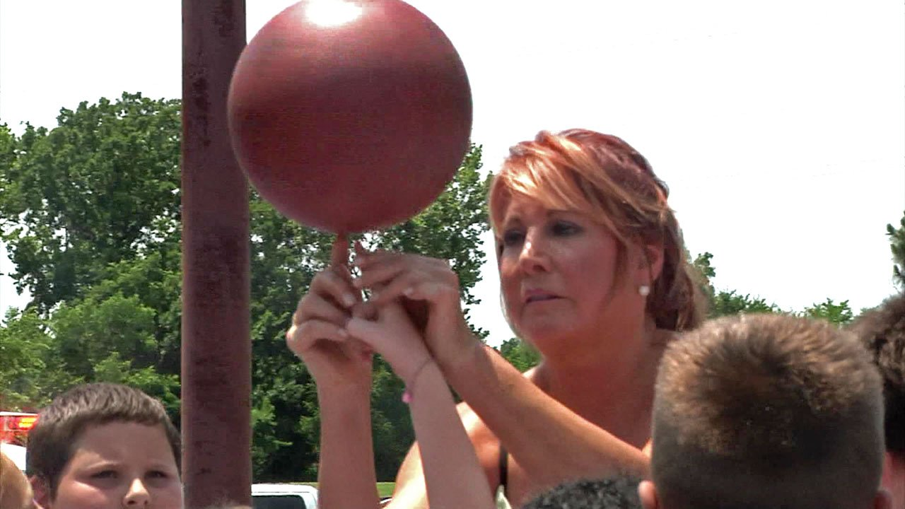 Basketball star Nancy Lieberman shows a trick to youngsters at the new Durant Dream Court on June 13, 2018. (KTEN)