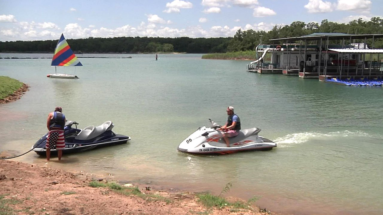 Lake Murray welcomed Independence Day revelers. (KTEN)