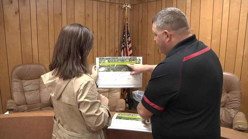 Calera Vice Mayor Brian Norton shows plans for the U.S. 69/75 upgrade. (KTEN)