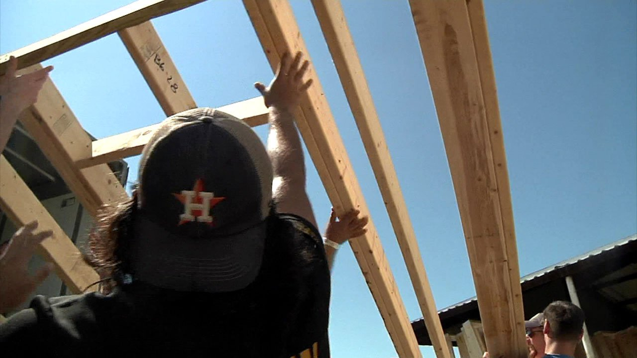 J127 volunteers help unload wall panels for Durant's first foster home for girls. (KTEN)