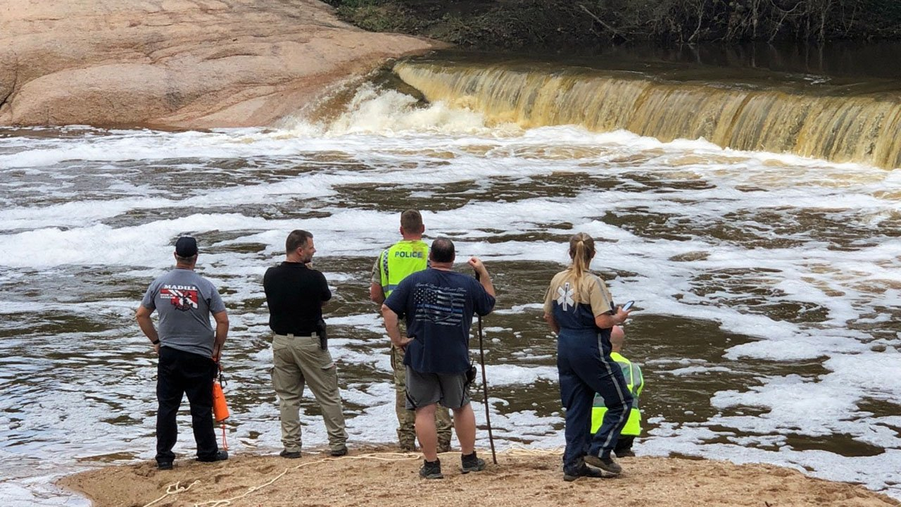 Search teams scour Pennington Creek for two missing men on October 8, 2018. (KTEN)
