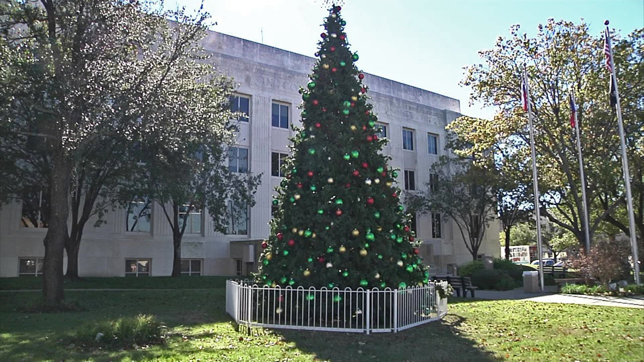 The downtown Sherman tree-lighting ceremony is scheduled for Wednesday, December 5. (KTEN)