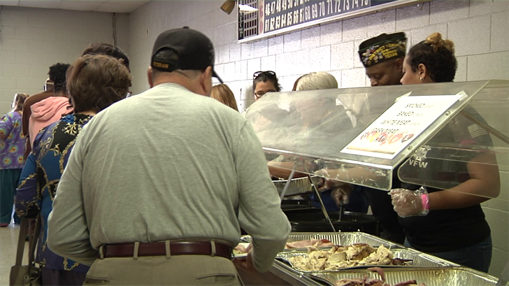 Volunteers with the VFW provide a Thanksgiving Dinner for Grayson County (KTEN)