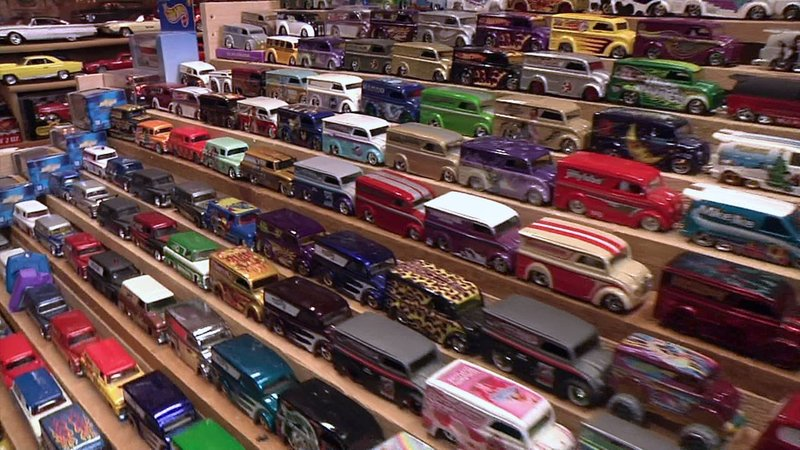 Carl Brown's miniature toy collection has more than 25,000 vehicles. (KTEN)